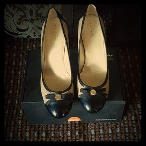 Tahari size 10 Beige and Black Heels